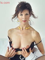 Lorraine - Big Nipple Beautiful Mature