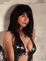 Gorgeous MILF Desyra Noir in a sexy outfit